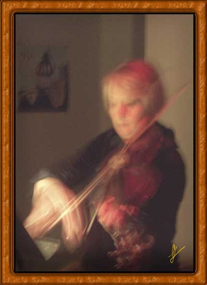 """Violinist"" © 2008 Alegría Studio. All rights reserved"